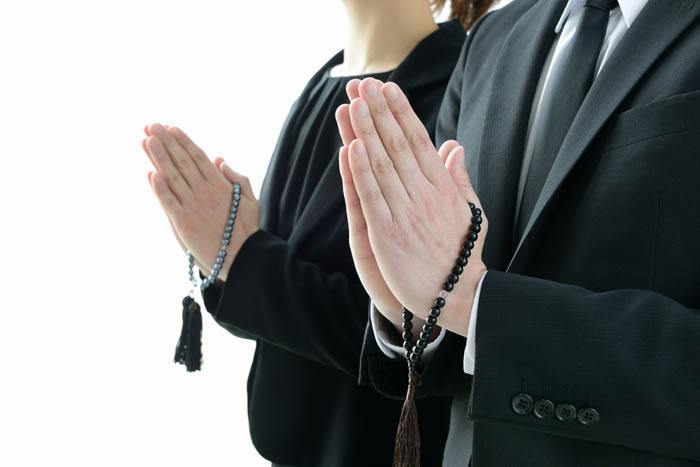 法事における平服とは?男性女性別の着方とマナーを解説します