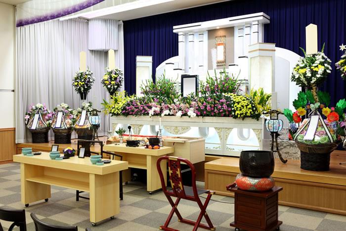 供花の送り方と相場を解説!宗派によって違う花を知る