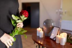 喪中の初詣をNGにした服忌令とは|避けるべき期間と場所を解説します
