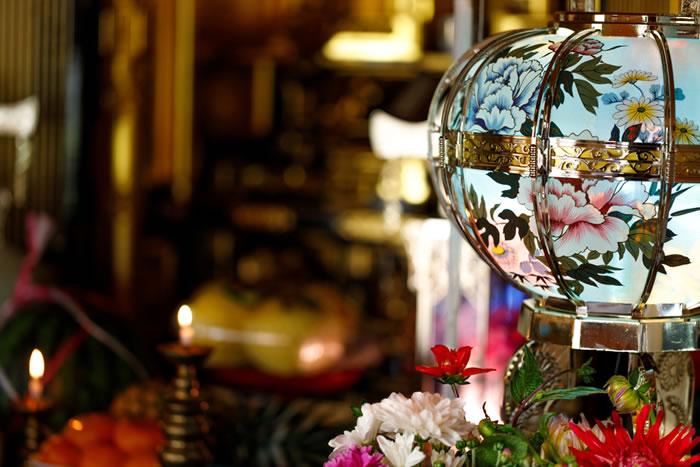 お盆のお供え|お仏壇の準備や品物の送り方を解説