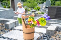 2020年春秋のお彼岸の日程と手順を解説|お供えやお花選びはどうするべきか