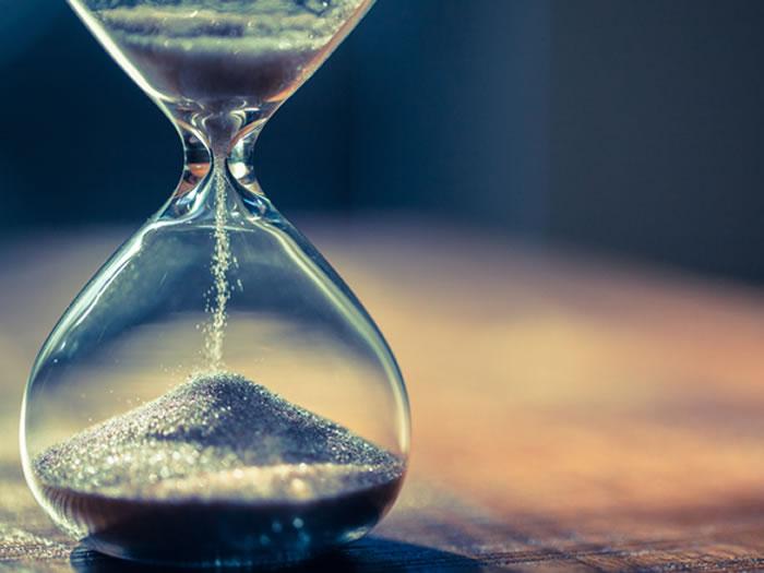 お通夜に遅刻しそうなときはどうする?お通夜の時間や流れ、遅刻しそうなときのマナーを解説