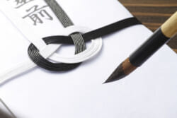 香典袋の正しい書き方|表書きから中袋、住所や名前の書き方まで詳しく解説