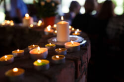 故人を偲び別れを告げるための 偲ぶ会|意味や実際の流れを解説