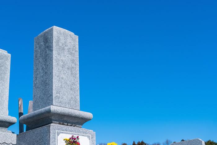 日本の代表的な墳墓は墓石を使う