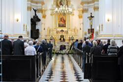 キリスト教 カトリックの葬儀は普通の葬儀となにが違う?その流れや参列する際のマナーを解説