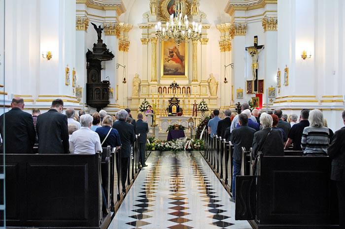 カトリックの葬儀でのマナー