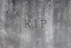 お墓やSNSで見かけるR.I.P.|意味や使われ方を解説