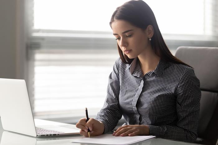 喪中欠礼を出すタイミングは?喪中欠礼のはがきの書き方とタイミングをわかりやすく解説
