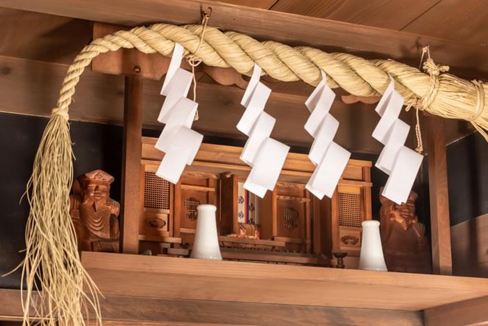 祖霊舎(神徒壇)をわかりやすく解説!飾り方や祀り方、神葬祭まで