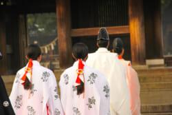 氏子とは同じ氏神を信仰しお祀りする人|氏子と氏神の関係を解説