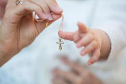 洗礼とはキリスト教の信仰を表明するための儀式|洗礼の種類や受け方やメリットなどを詳しく解説
