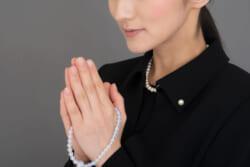 葬儀の際の合掌の意味は?誰に向けてやっているの?合掌の意味と正しいやり方をわかりやすく解説