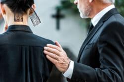 葬儀の際のお悔やみ言葉 その意味やシーン別の文例、正しいマナーを詳しく解説
