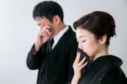 葬儀の際に使われる「痛み入ります」はどういう意味?痛み入りますの意味や言われたときの返しを解説
