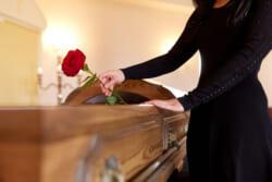 「ご冥福をお祈りします」は故人に対して死後の幸せを祈る言葉|正しい使い方と使ってはいけないタイミングとは