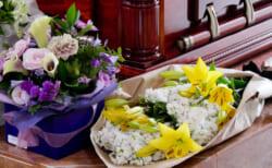 献花台にはどういう意味がある?献花の意味と葬儀における花の役割について詳しく解説