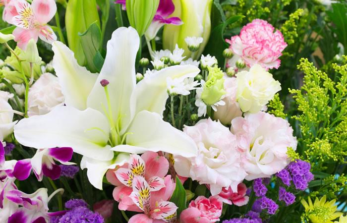 花祭壇で祭壇を祭る