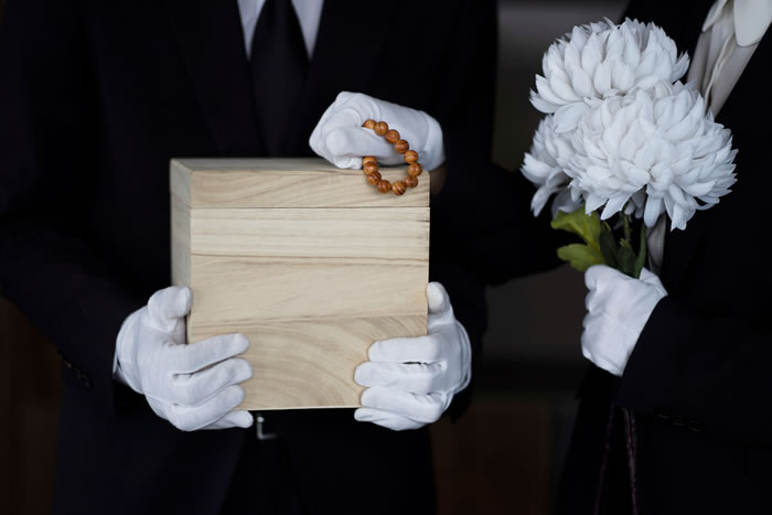 火葬のみで故人を弔う「直葬(火葬式)」|選ばれている背景や実際の流れを解説