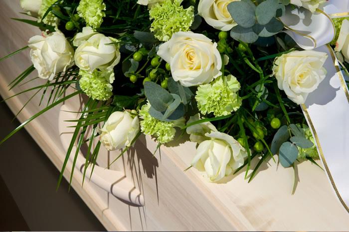 別れ花として添えるお花の種類と費用相場を解説