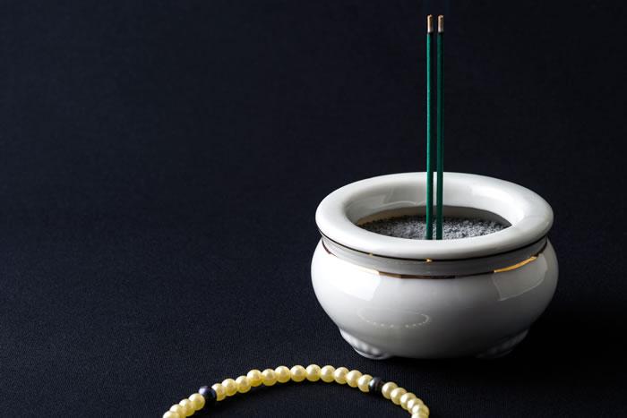弔い上げは何をする儀式?最後の年忌法要である弔い上げの意味やタイミング、当日の流れなどを詳しく解説