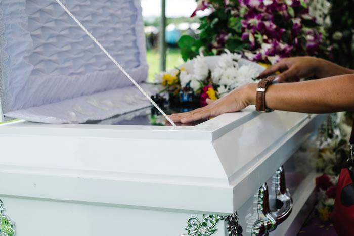 棺に副葬品として納めてはいけないものを解説