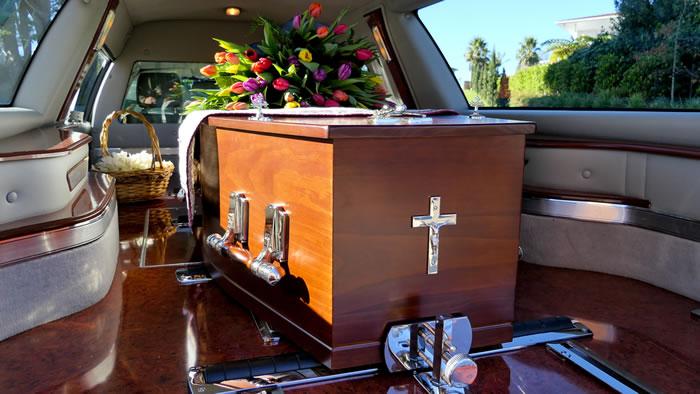 カトリック教徒が多い島と特徴的なお墓