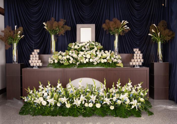 故人さまへの気持ちをあらわす「オリジナル花祭壇」