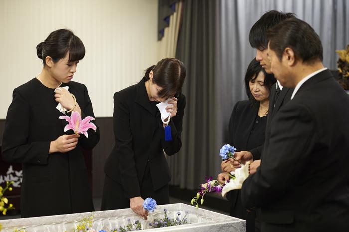 一般葬と家族葬の違いは?それぞれの特徴を解説