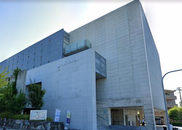 「公益社千里会館」 大阪府吹田市|広々とした空間と洗練された外観が特徴の斎場