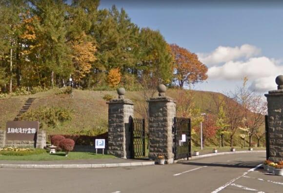 「真駒内滝野霊園」 北海道札幌市|桜とバラの樹木葬など現代の生活スタイルの合わせたお墓選びができる