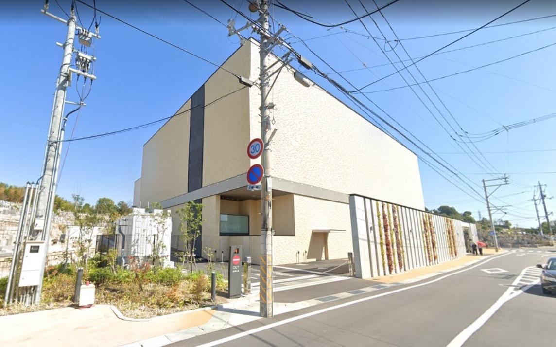「岡山市東山斎場」 岡山県岡山市|白を基調とした格式高いデザインの火葬場